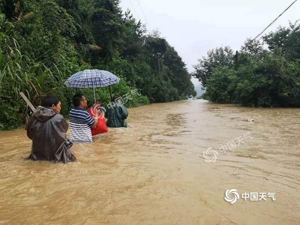 """广东福建加入强降雨""""战队"""" 8省区有暴雨大暴雨"""