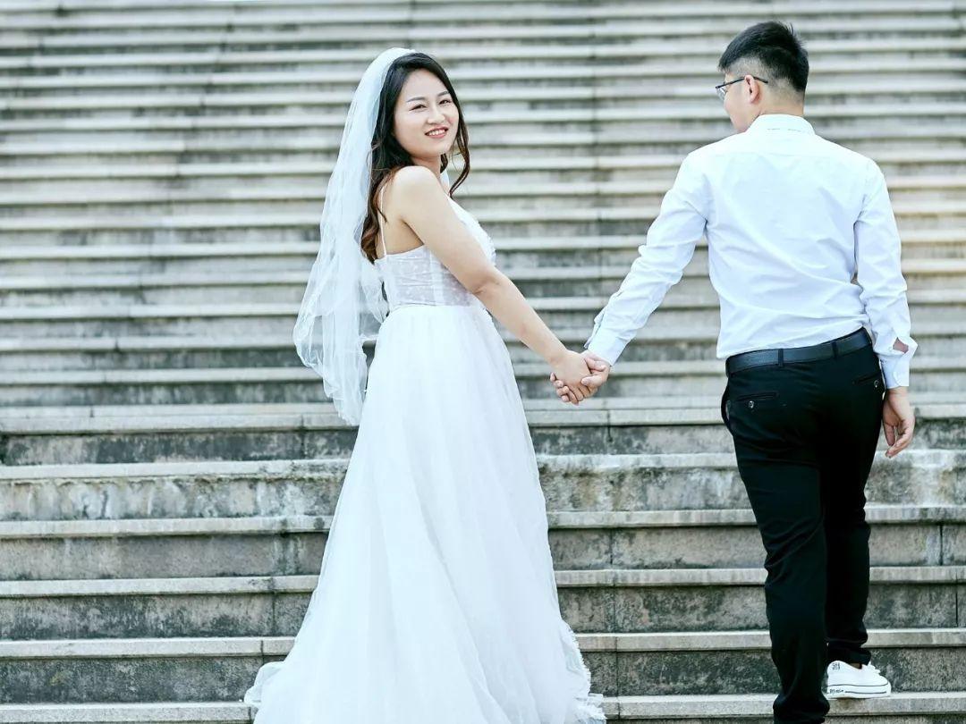 浪漫!从校服到婚纱,盐工学子回母校拍婚纱照