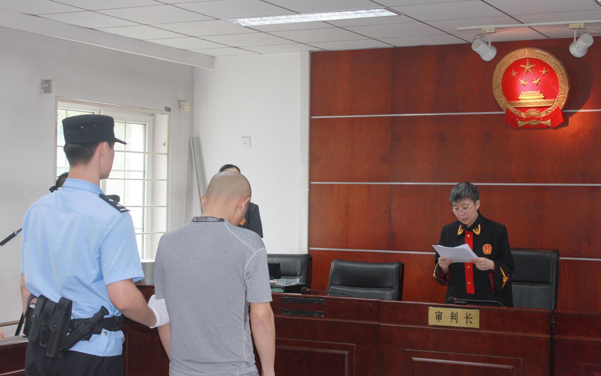 碰瓷勒索20余名公交司机近5万 北京一的哥获刑