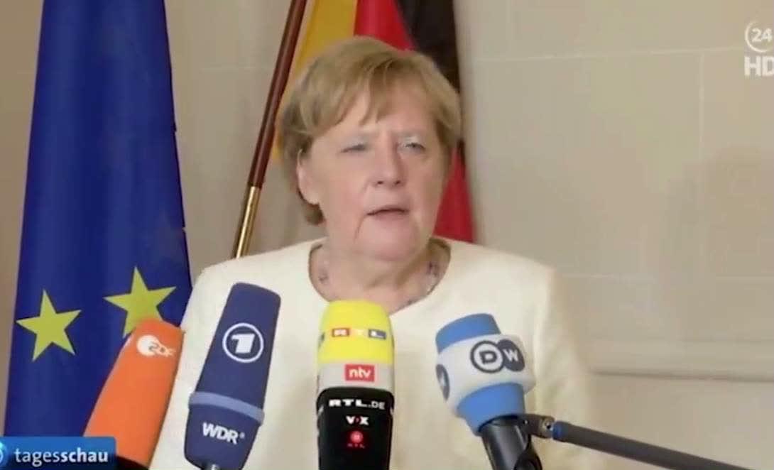 """德政府发言人:默克尔呼吸困难因""""爬楼速度快"""""""