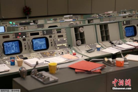 """2019年6月28日,美国休斯敦,在""""阿波罗11号""""登月50周年之际,美国宇航局复原了当年的任务控制中心。"""