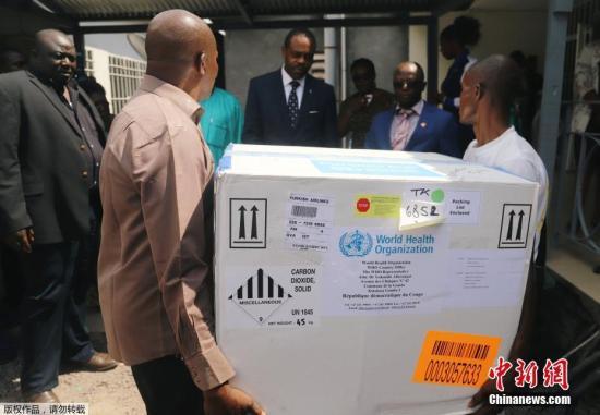 资料图:埃博拉病毒疫苗运抵刚果(金)。