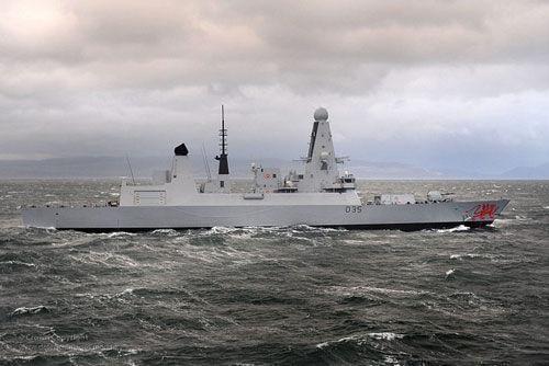 英国拟向波斯湾派出第三艘军舰 称与伊朗局势无关