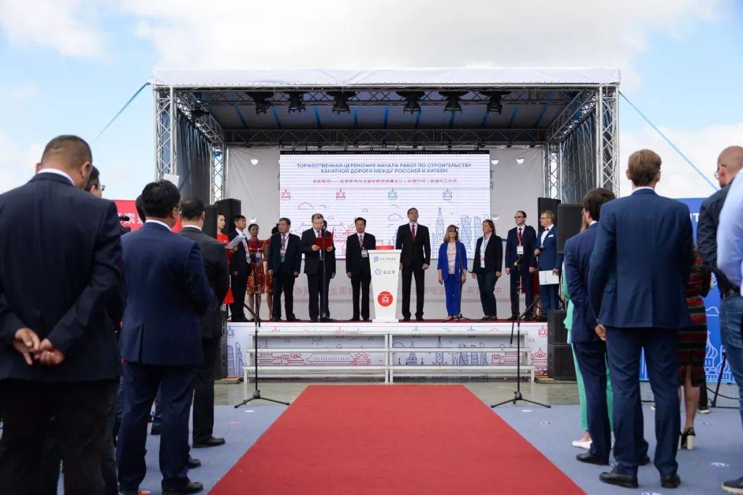 中俄开建世界首条跨?#20056;?#36947; 建成