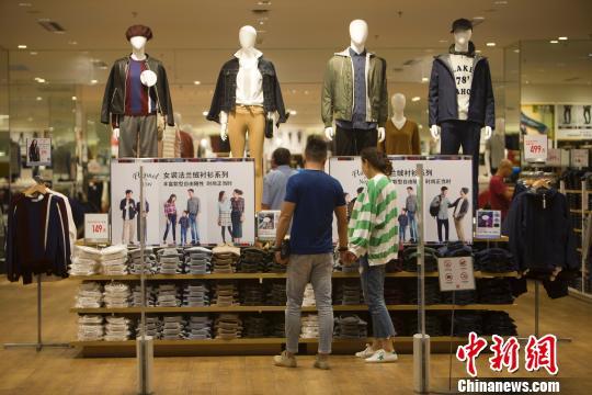统计报告显示服务业占据中国国民经济半壁江