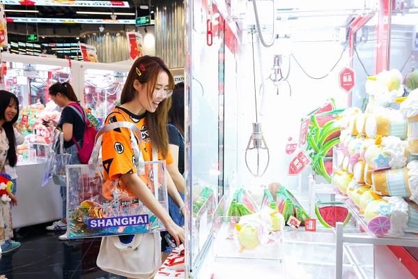 """网红潮店点亮""""夜上海"""" 潮流文化带来最新消费场景"""