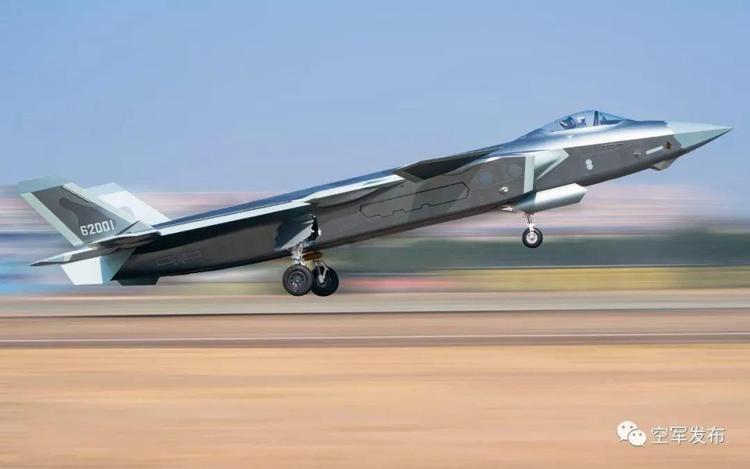 正在进行实战化训练的东部战区某旅歼-20 图源:空军发布