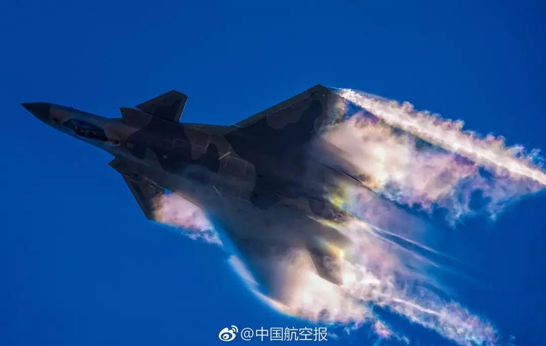 时代变了,机型变了,唯有使命不变 图源:中国航空报