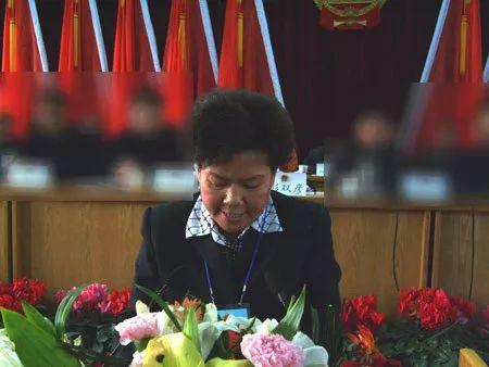 任职渭源县县长时的彭双彦(资料图)
