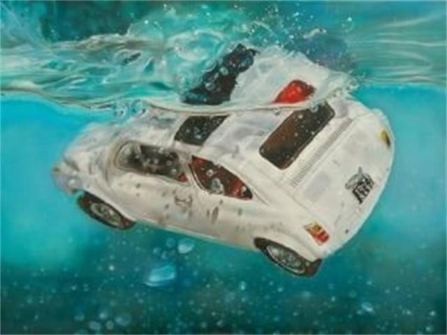 开车掉进水中后这么做 要害时刻救自己一命