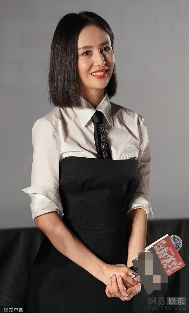 佟丽娅披肩发清爽干练笑容甜
