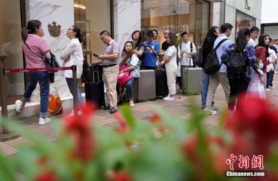 香港零售业销货值下跌 珠宝首饰名贵礼品跌幅最大