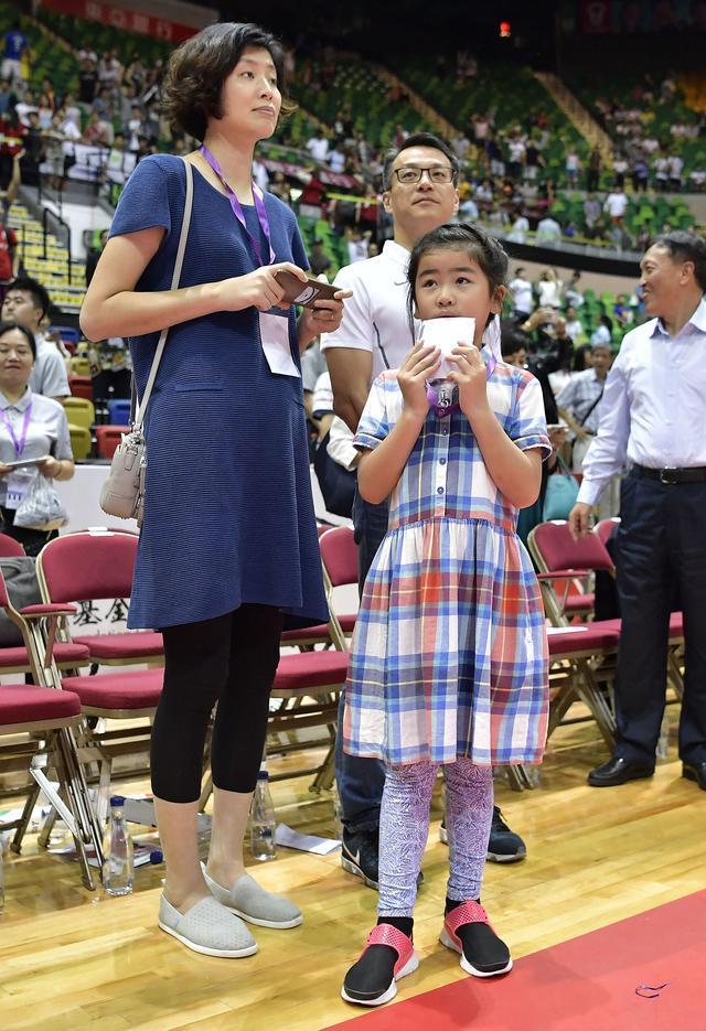 姚明女儿现身比赛砍下6分!年仅9岁,她身上满满都是天赋
