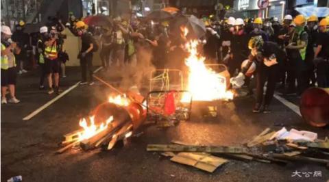 混乱的香港街头(图源:大公报)