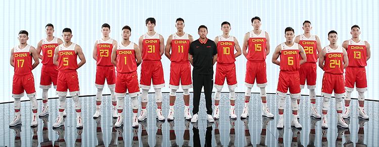 中国男篮出征世界杯全新战袍亮相 采用回收塑料瓶制成