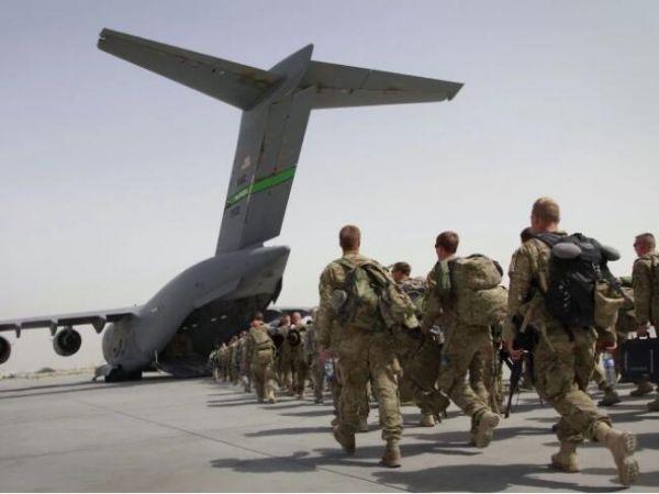 资料图片:驻阿富汗美军准备搭乘C-17运输机回国。(图片来源于网络)