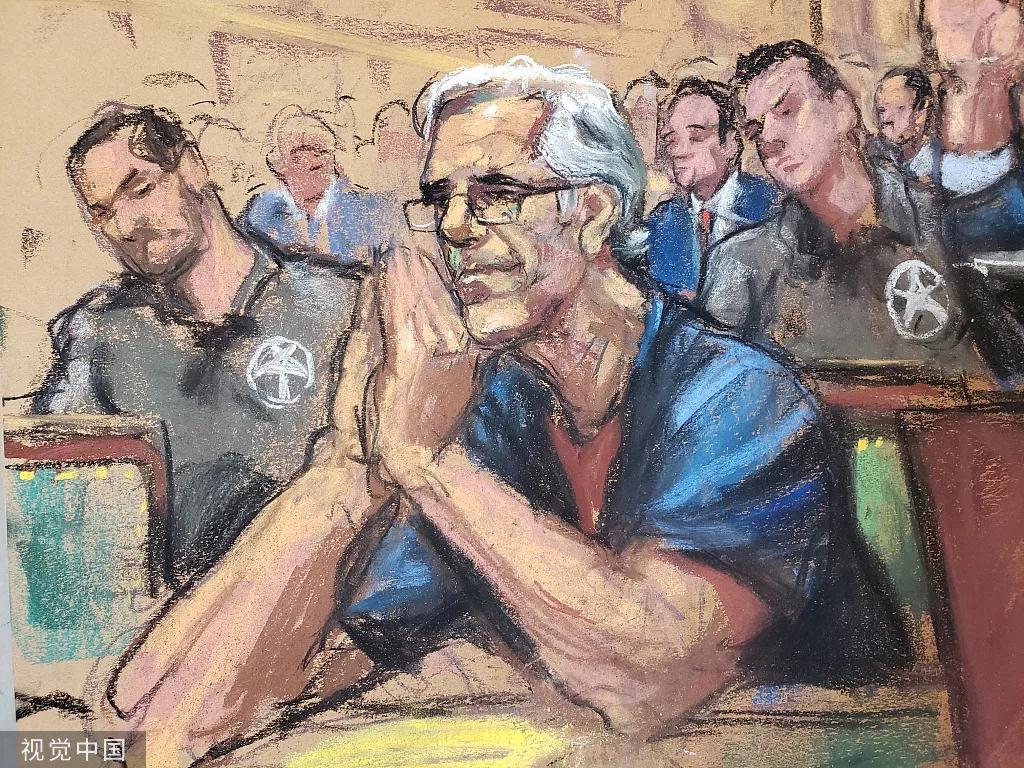 當地時間7月15日,杰弗里·愛普斯坦出席庭審。圖/視覺中國