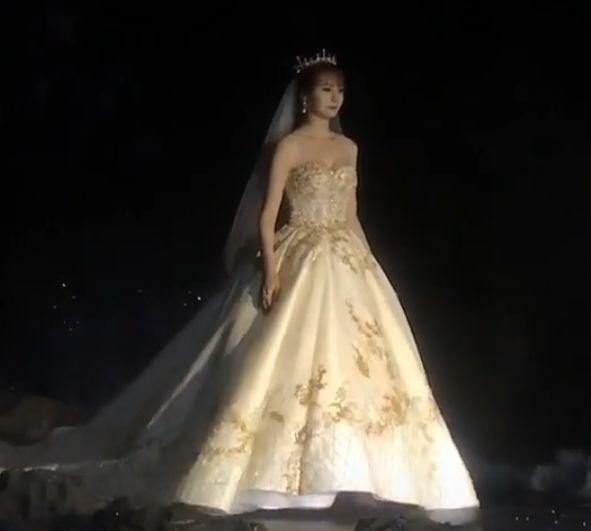 沈梦辰参加婚纱品牌走秀,看清她的表情后,网友:海涛可要抓紧了