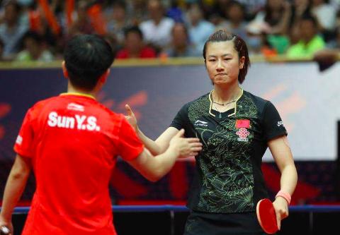 11比1大胜丁宁,18岁中国天才少女创新高,国际乒联高规格盛赞她