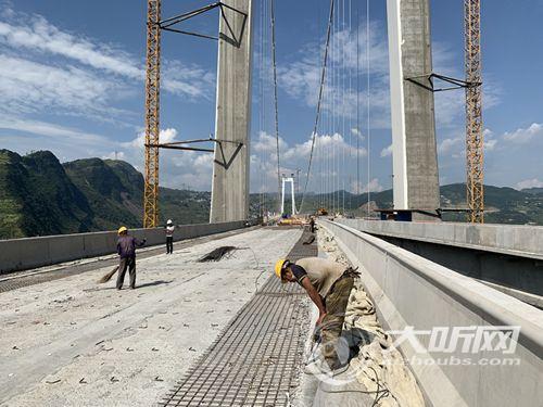 赤水河大桥进入桥面施工阶段桥梁主色调将呈现