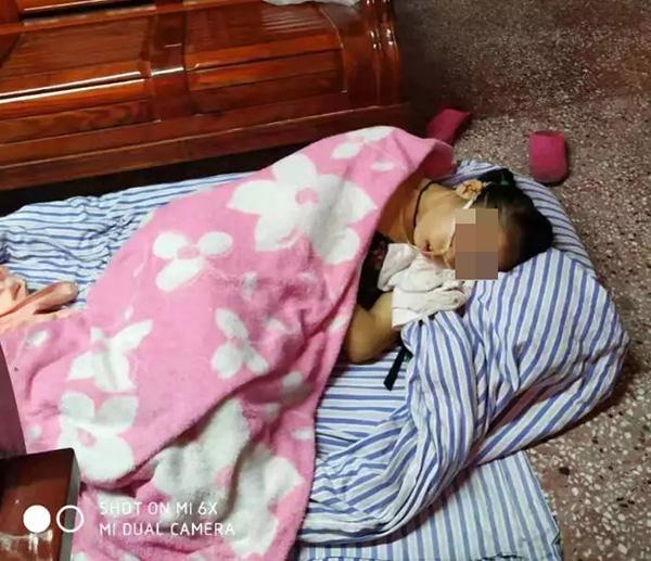 小悦目前的日常生活,完全靠父母护理。