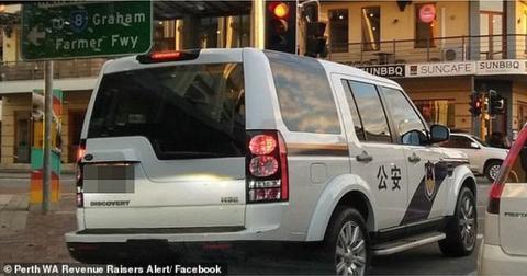 澳大利亚街头出现高仿公安车。(图:《每日邮报》截取自脸书)