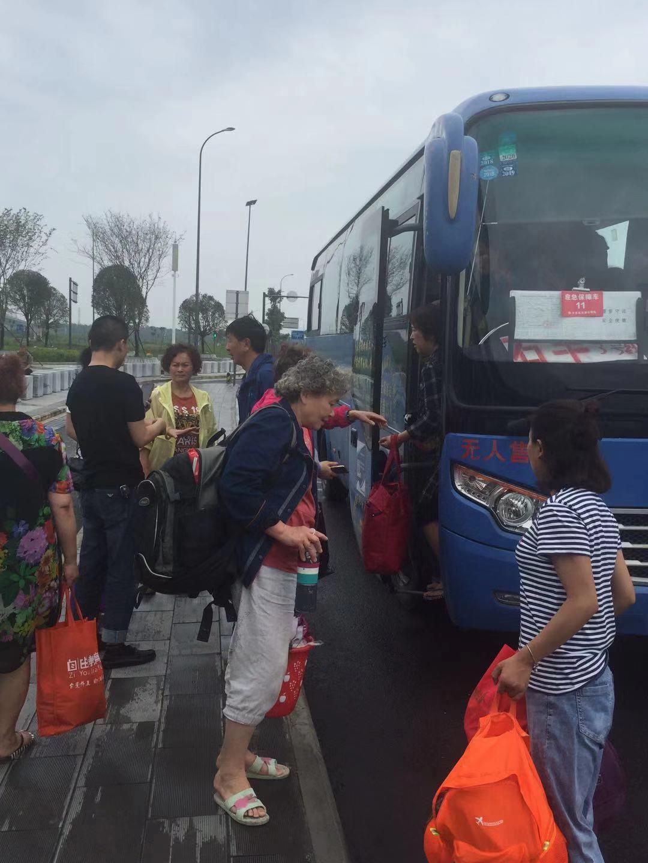 四川景区暴雨多名旅客滞留 政府劝返转移部分游客