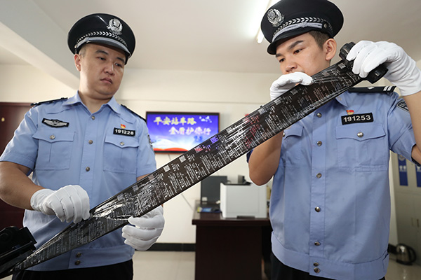 武汉铁路公安处民警清查案件中用于制作假火车票的碳带 本文图片均为通讯员 胡金力 图