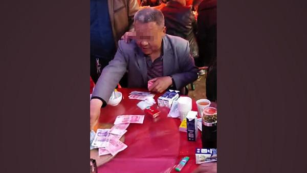 网传陕西山阳一村支书聚众赌博。 来源:网传视频截图