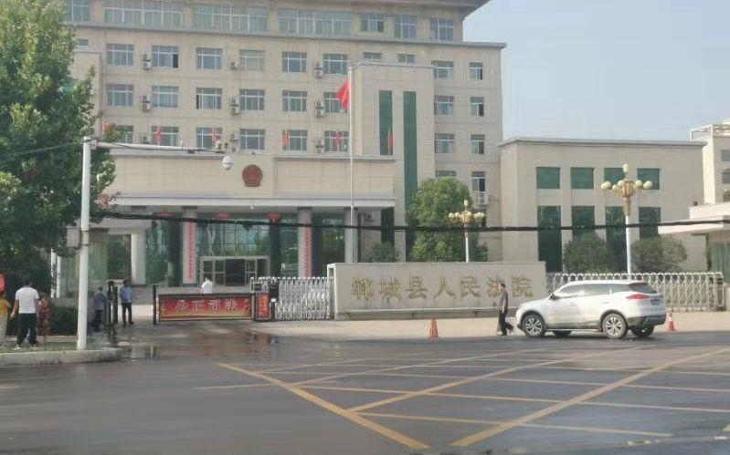 郸城县法院大门。视频截图