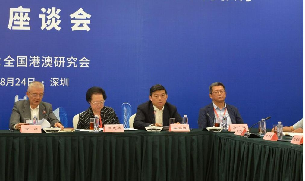 王振民(右二)图源:大公文汇全媒体
