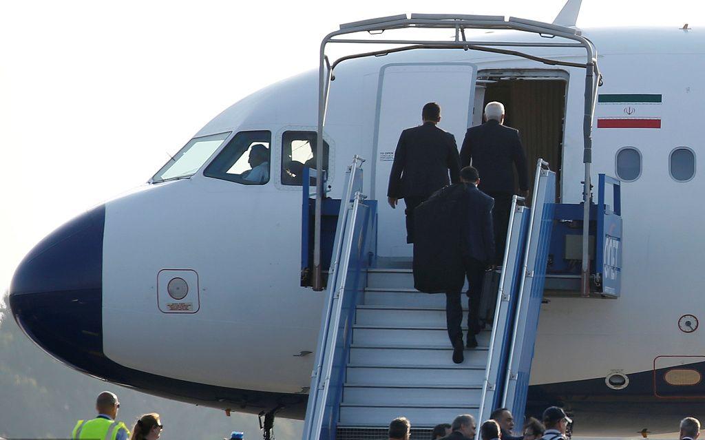 伊朗外长扎里夫与法方会谈结束后乘飞机离开<img src=