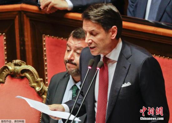 资料图:当地时间8月20日,意大利总理孔特在国会发表讲话,宣布将辞去总理一职。
