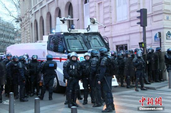 资料图:法国警察 。中新社记者 李洋 摄