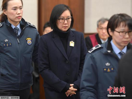 """资料图:当地时间2017年1月17日,韩国首尔,首尔中央地方法庭就""""干政门""""案件举行首次正式审判,崔顺实、张时浩、金钟等多名涉事?#39034;?#24237;。"""