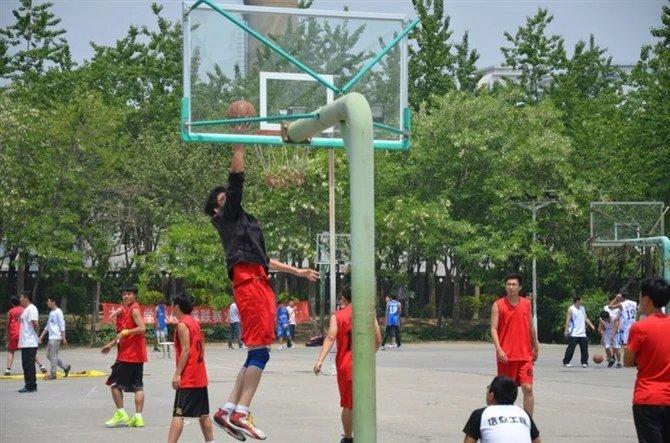 从小到大,篮球一向是令苏佳宇最傲岸的事。受访者供图