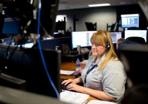 美国女子开车落水溺亡 曾拨911求助反被骂11分钟