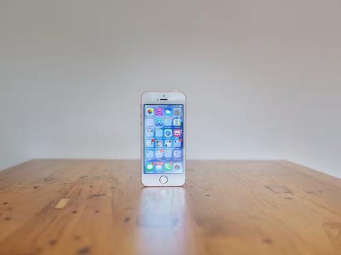 据报道,苹果较低成本的iPhone SE将在2020年重新推出