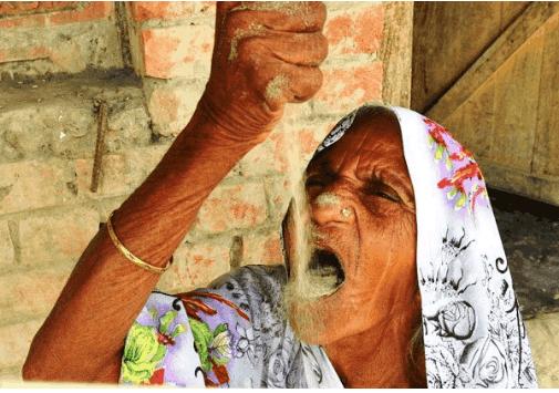 78岁老人每天吃4斤沙子,不仅身体健康,牙口也越来越好!