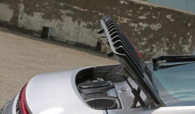 度试驾点评全新一代保时捷911 Carrera 4S感受如何