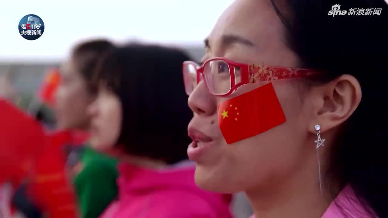 天安门广场数万人齐唱《我爱你中国》