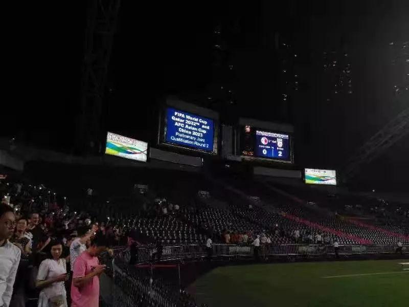 10日晚,中国香港队不敌伊朗队,以0:2的比分告负。(摄/黎巧毅)