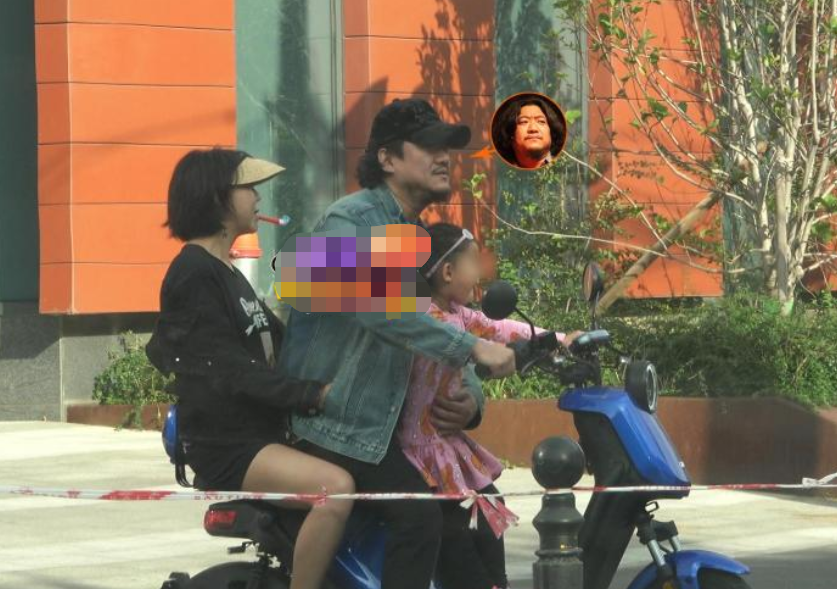 梅婷中戏同学聚会,名演员陈明昊一家骑电动车露面,网友:太心酸