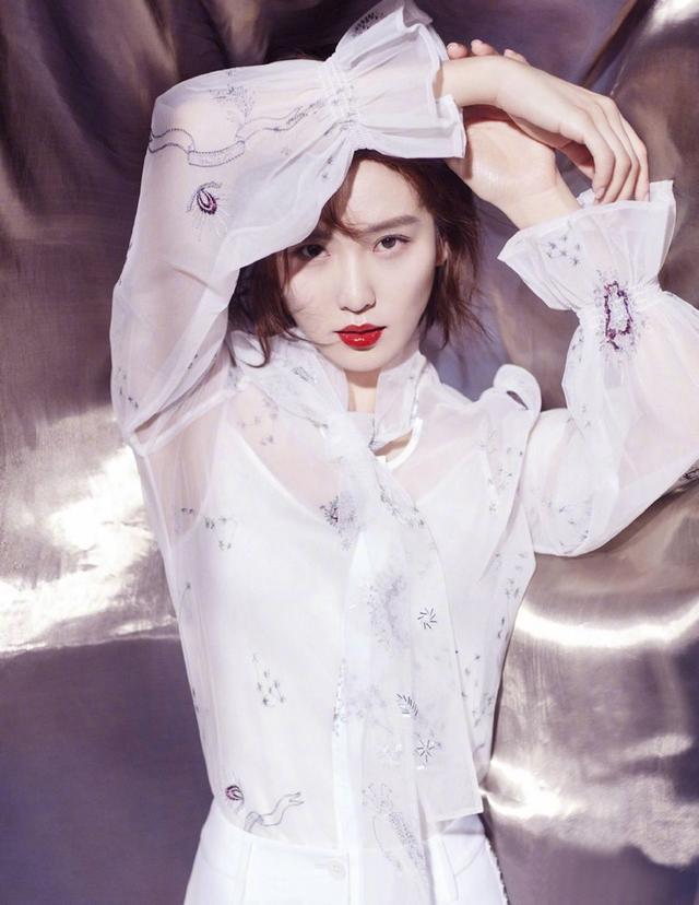 刘诗诗:潮流时尚着装,尽显都市丽人气质