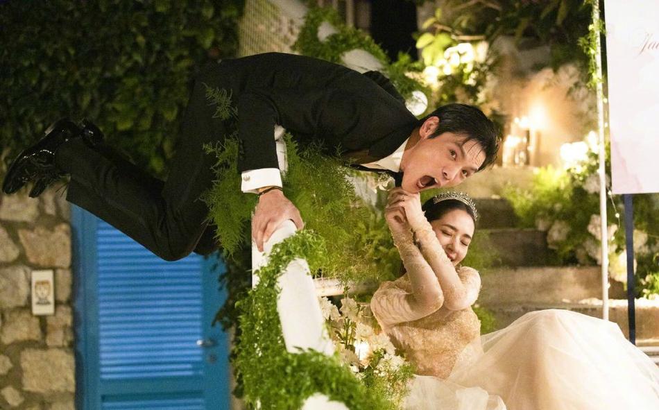 向佐郭碧婷婚礼现场,2人甜蜜幸福灿笑,萧敬腾的出现让我凌乱