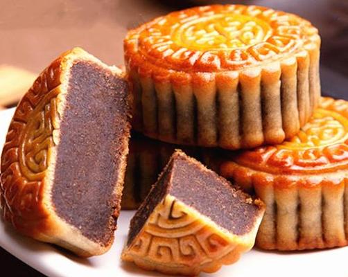 """中秋节,食堂大妈紧跟潮流推出""""月饼饭菜"""",学生:确定能吃?"""