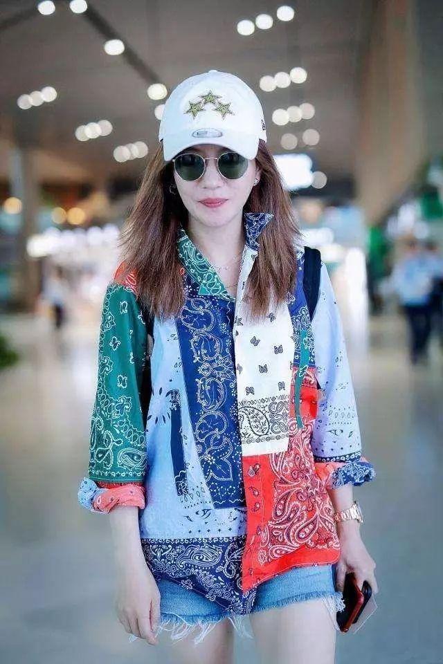 奶奶同款花衬衫引领新潮流?杨紫穿上变时尚,张子枫成复古少女!