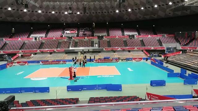 中国女排一到大阪就开练,网友:这么优秀,还如此努力