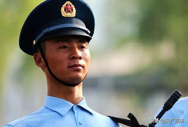 黄继光班班长程强在阅兵训练场 彭洪霞摄