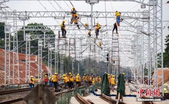 资料图:浩吉铁路施工照片。赵春亮 摄